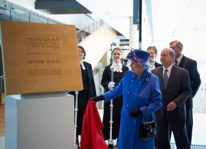 Queen unveiling photo by Nigel Luckhurst